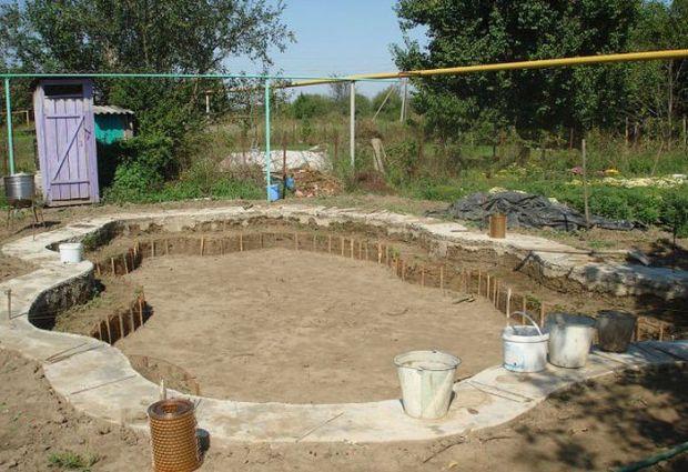 Niesamowity m i ojciec wybudowa basen w ogr dku dla for Pool design company radom polen