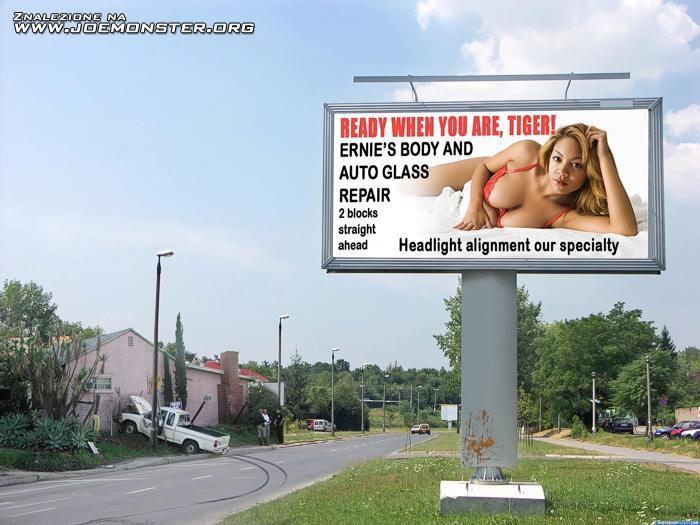 Ночное порно на рекламном щите