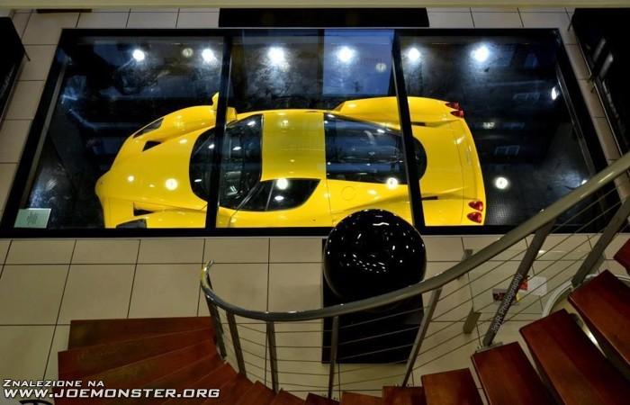 Przeszklony Dach Podziemnego Garażu Aby W Każdej Chwili Można Było Podziwiać Swoje Auto Joe