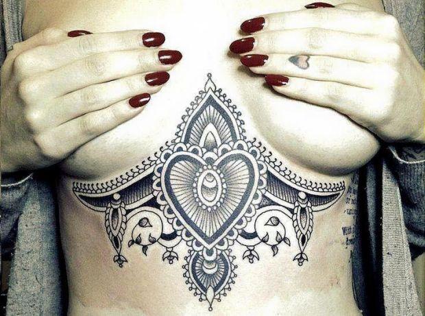 Seksowne Tatuaże Tuż Pod Cyckami Joe Monster