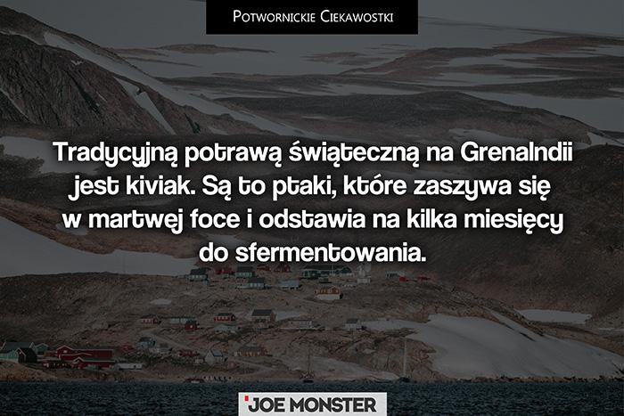 Tradycyjną potrawą świąteczną na Grenalndii jest Kiviak. Są to ptaki, które zaszywa się w martwej foce i odstawia na kilka miesięcy do sfermentowania.