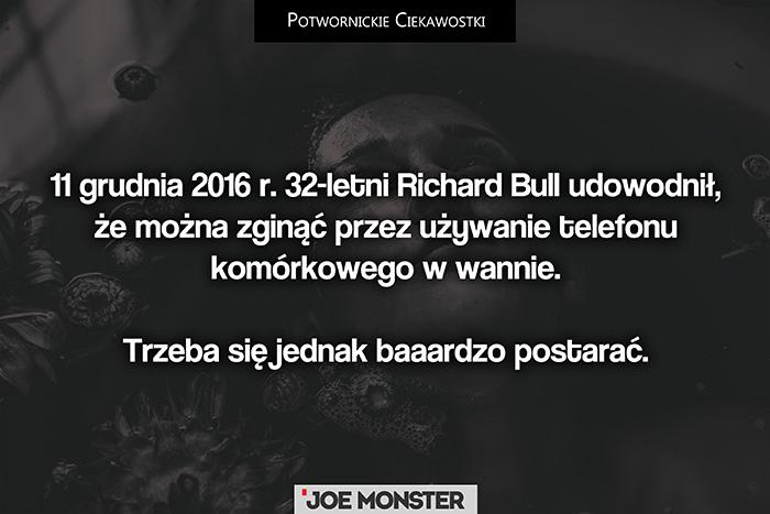 11 grudnia 2016 r. 32-letni Richard Bull udowodnił, że można zginąć przez używanie telefonu komórkowego w wannie. Trzeba się jednak bardzo postarać.