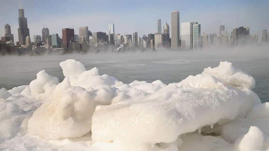 mróz, zima, zamarznięte Chicago na Joe Monster