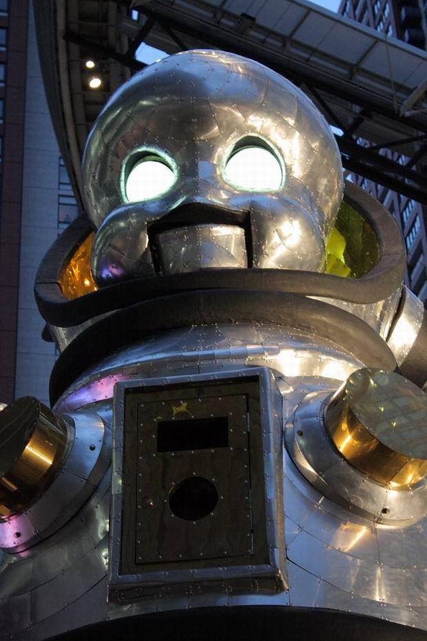 Japoński robot zieje ogniem