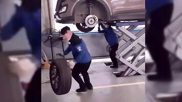 Jak szybko zamontować koło w samochodzie