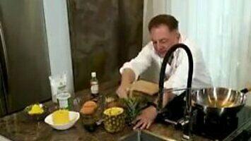 Makłowicz o dojrzałym ananasie