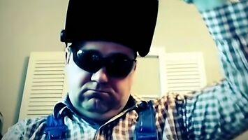 """BHP w rytmie """"Gangsta's Paradise"""" - spawacz rapuje o robocie na warsztacie"""