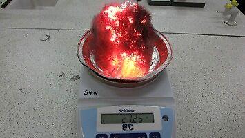 Stalowa wełna po podpaleniu nabiera masy