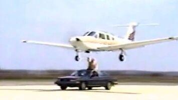 Ręczne wysuwanie podwozia w samolocie