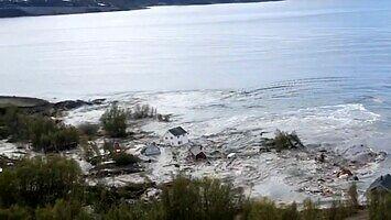 Potężne osunięcie ziemi w Norwegii. Morze pochłonęło osiem domów