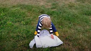 Dziwny trik, dzięki któremu twoje dziecko założy kurtkę – krawcy/krawce/krawcowie go nienawidzą!!!11