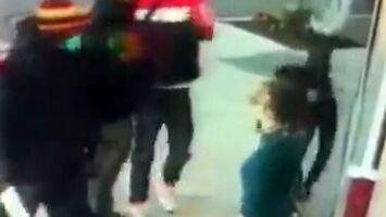 Bandyci zaatakowali starszą kobietę, bo nie pozwalała się okraść