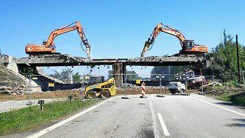 Rozbiórka wiaduktu kolejowego nad DK-1 (timelapse)