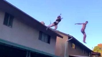 Kolejna, co z dachu skacze do basenu