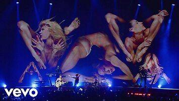 """Depeche Mode, elastyczne panie i koncertowe wykonanie """"Enjoy The Silence"""""""