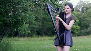 """""""The Sound of Silence"""" w wykonaniu znanej harfistki"""