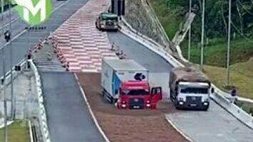 Dwie ciężarówki na rampie awaryjnej