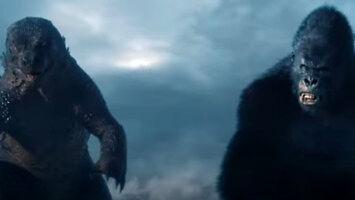 Godzilla vs Kong z cyckami w tle
