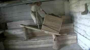 Pan Andrzej pokazuje, jak budowano egipskie piramidy