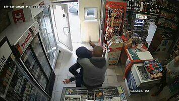 Napad rabunkowy z nożem na kasjerkę, zaskoczył go właściciel!
