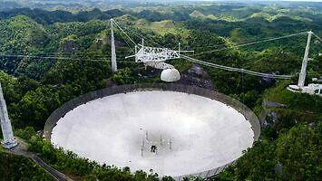 Zawalił się radioteleskop w Arecibo. Dwa ujęcia momentu zniszczenia