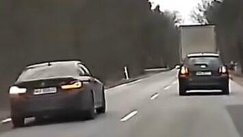 Tragiczny finał wyprzedzania kolumny aut przez bmw