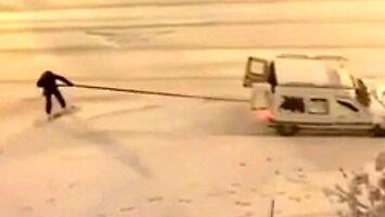 Hiszpanie oszaleli na punkcie śniegu i bawią się na całego