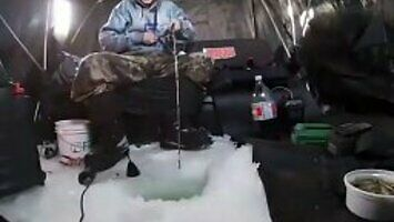 Zimowe wędkowanie się opłaca