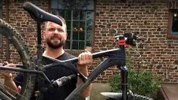 Chiński rower złamał mu kostkę