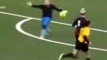 Powalająca akcja w kobiecym futbolu