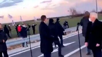 Morawiecki ucieka przed rolnikami podczas otwarcia obwodnicy
