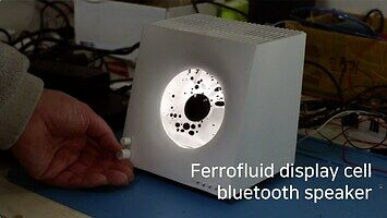 Głośniczek bluetooth z ciekawym efektem wizualnym