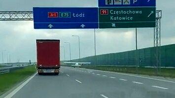 Awionetka awaryjnie lądowała na autostradzie A1