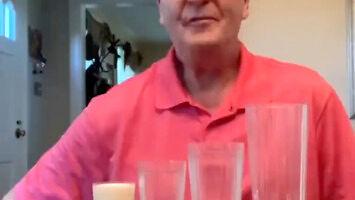 Prosta sztuczka z mlekiem i szklankami