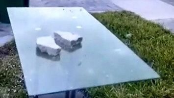 Wytrzymały szklany stolik