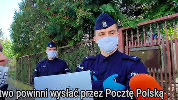 Policjanci pilnują skrzynki na listy pod domem Kaczyńskiego
