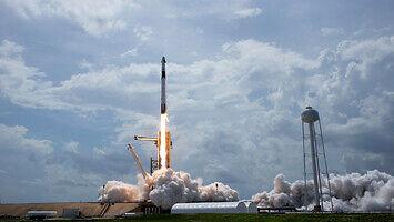 Tak wystartował Falcon 9 od SpaceX i NASA