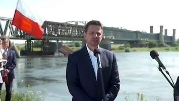 TVP pyta Trzaskowskiego, dlaczego go nie ma w Warszawie