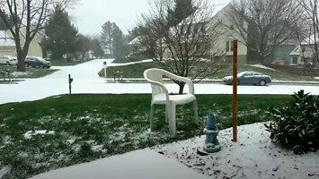 Minutowy time lapse burzy śnieżnej trwającej 48 godzin