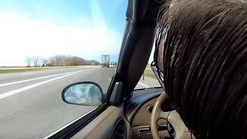 Kierowca mustanga nagle traci przytomność podczas jazdy