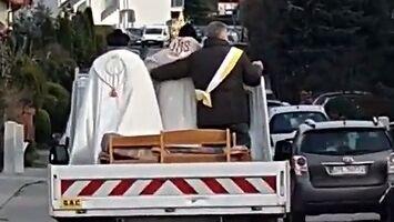 Kościelna ekipa odkaża dzielnice Mierzyna