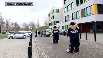 """Policjanci zagrali dla chorych dzieci z """"Przylądka Nadziei"""""""