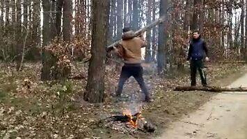 Widowiskowo wywołany wypadek w lesie