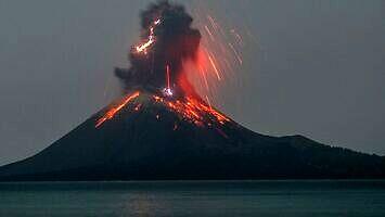 Rok 2020 - znów wybucha wulkan Krakatau