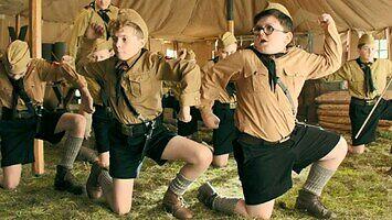 Obóz Hitlerjugend wg Jojo Rabbit