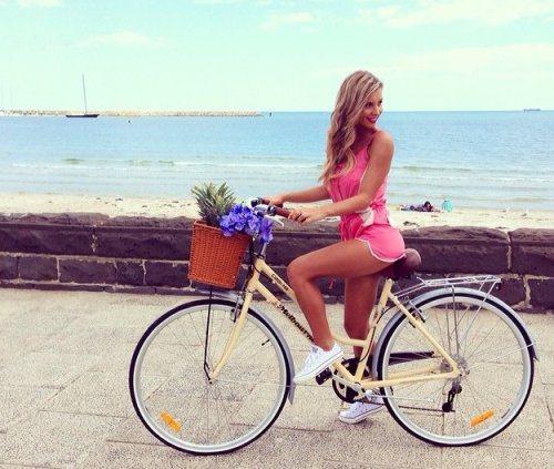 girls-on-bikes-9
