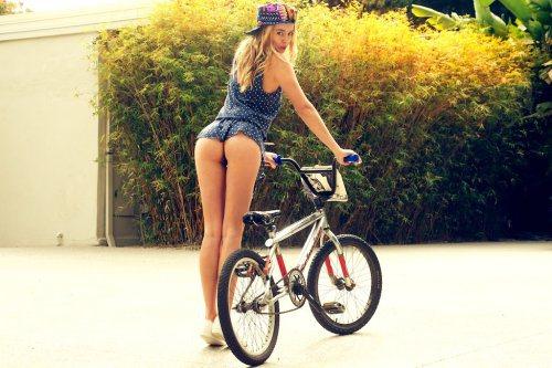 girls-on-bikes-19