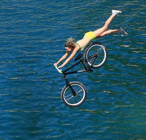 girls-on-bikes-3