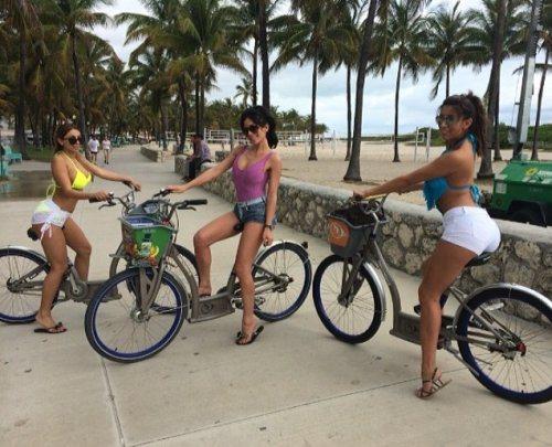 girls-on-bikes-4