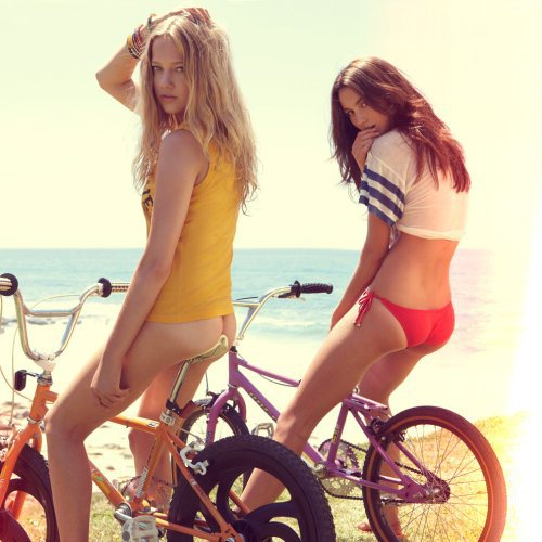 girls-on-bikes-14